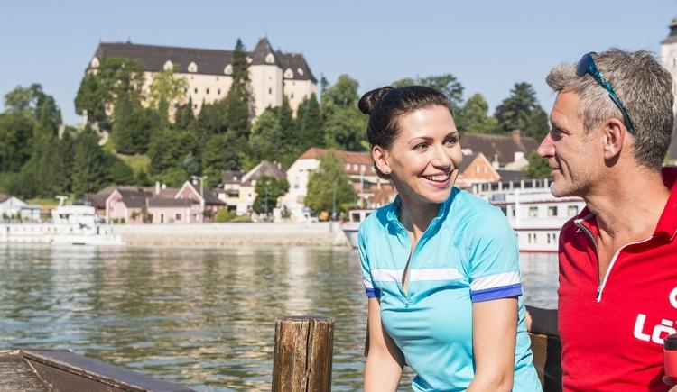 Donauradweg Grein - im Hintergrund Schloss Greinburg (© WGD Donau Oberösterreich Tourismus GmbH/Erber)