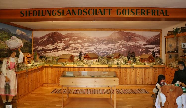 Traditionelle Goiserer Modellhäuser als Diorama in dem Heimat- Landlermuseum. Hier kann man erkennen die Siedlungslandschaft in Bad Goisern am Hallstättersee war dünn besiedelt mit Holzhäusern. (© Dachstein Salzkammergut)