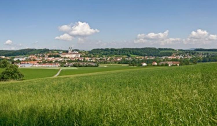 Ausblick von Weilling auf St. Florian (© WGD Donau Oberösterreich Tourismus GmbH/Weissenbrunner)