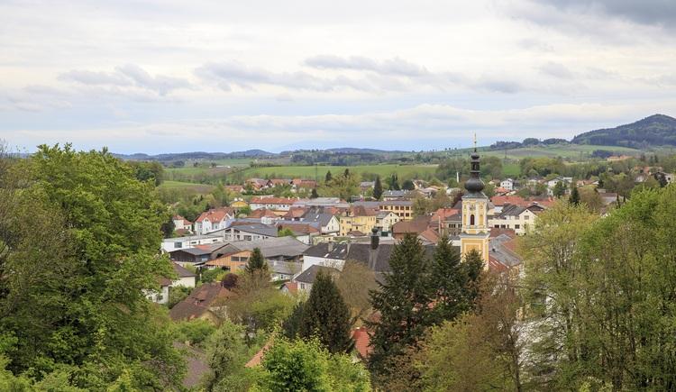Ausblick vom Schloss Starhemberg. (© Tourismusverband Urlaubsregion Vitalwelt Bad Schallerbach / Mühlleitner)