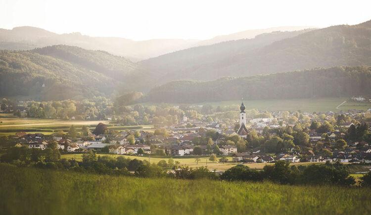 Luftaufnahme von St. Georgen im Attergau. (© TVB Attersee-Attergau/Moritz Ablinger)