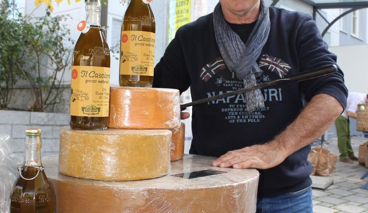 Frischen Käse gibt es am Attergauer Wochenmarkt in St. Georgen im Attergau. (© TVB Attergau)