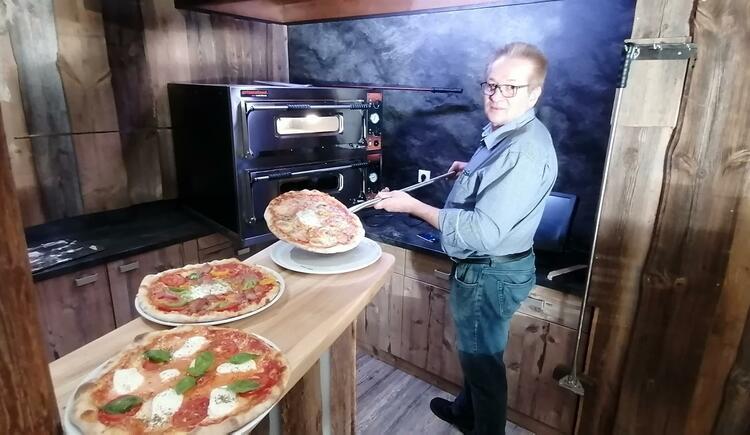 Siegfried Neubauer in der Pizzeria Tret´n Full (© Pizzeriia Tret´n Full | Siegfried Neubauer)
