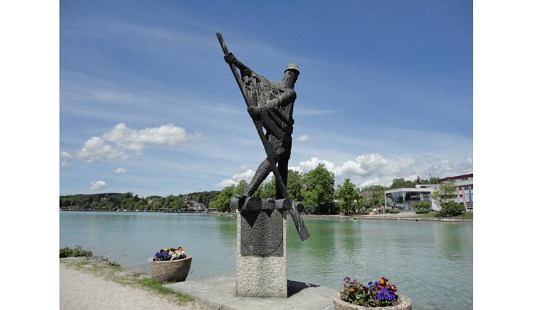 Floesserdenkmal in Schoerfling am Attersee am Nordende des Attersee