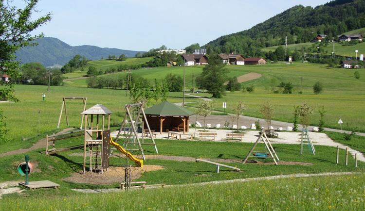 Blick auf den Spielplatz. (© Tourismusverband MondSeeLand)