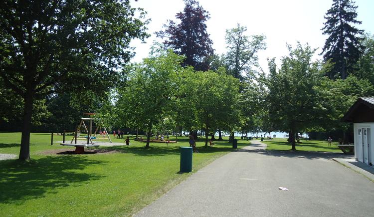 Sprinzensteinpark im Sommer (© Tourismusverband Attersee-Attergau)