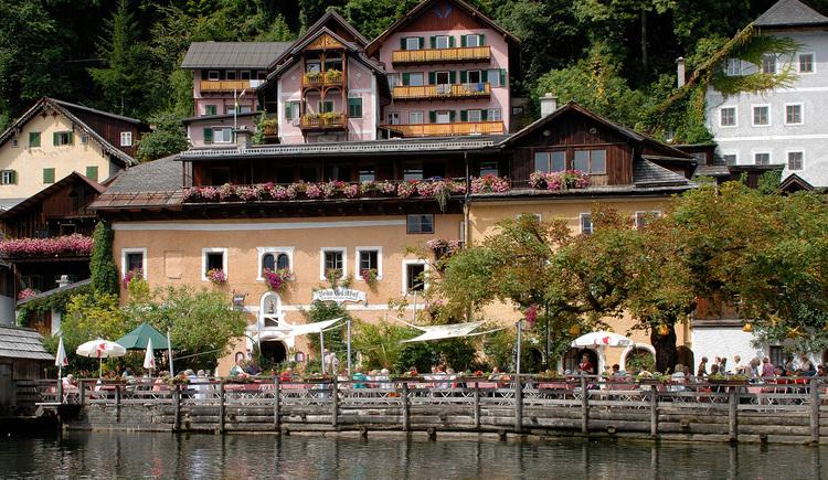 Der Bräugasthof in Hallstatt liegt direkt am Hallstättersee und in unmittelbarer Nähe des Marktplatz. (© Tourismusverband Dachstein Salzkammergut)