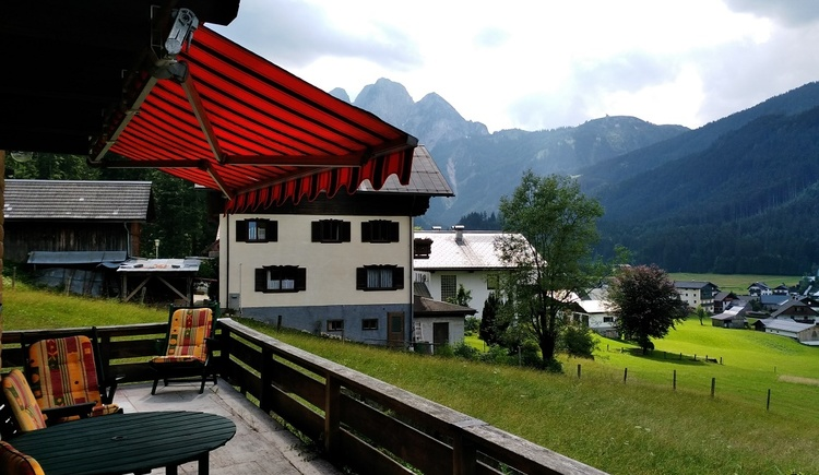 From the terrace of Lissi's Alpennest in Gosau you have a wonderful view of the surrounding mountains and meadows.