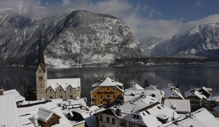 Der Panormablick über das historische Ortszentrum in Hallstatt. (© Tourismusverband Inneres Salzkammergut / Viorel Munteanu)