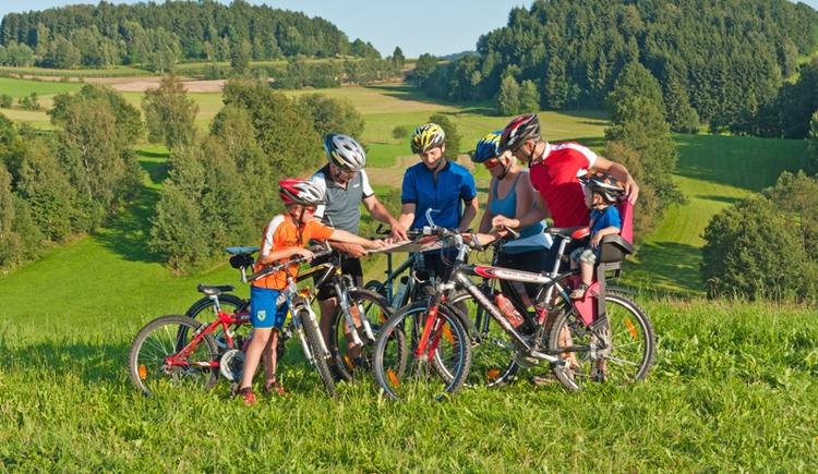 Gemütliche, grenzüberschreitende (DE) Radtour in Nebelberg. (© Ferienregion Böhmerwald)