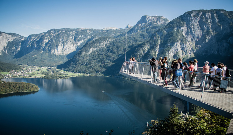 From the World Heritage view on the salt mountain you have a beautiful view over the Lake Hallstatt, to Obertraun, Hallstatt and the Dachstein Krippenstein. (© Edwin Husic)