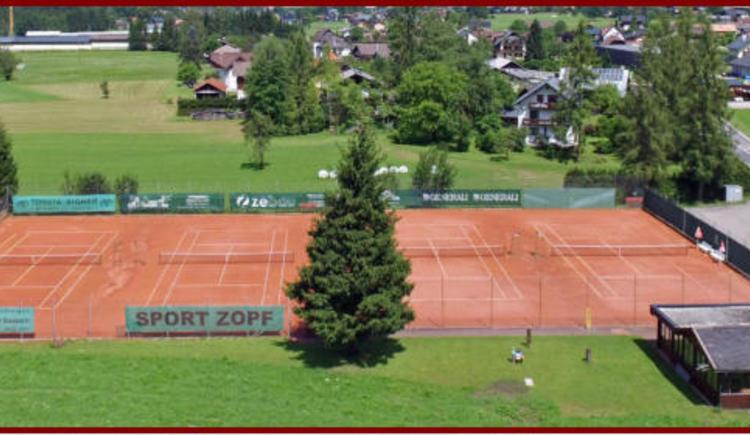 Die Tennisplatzanlage befindet sich direkt an der B 166 und bietet 4 Sandplätze. (© Deseife Werner)