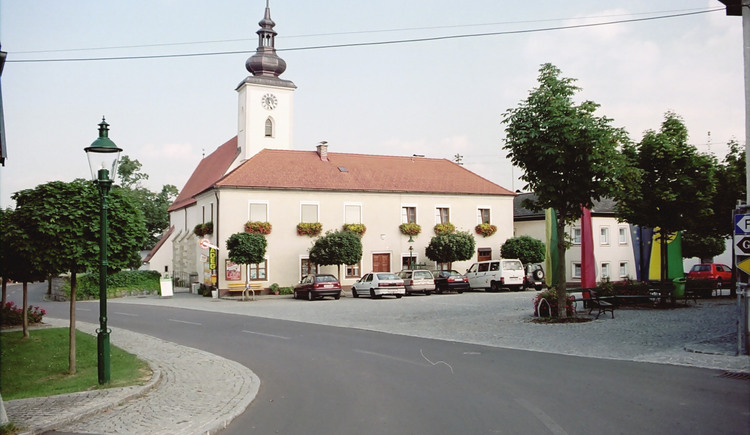 Waldburg Ortsansicht mit Kirche. (© TTG Tourismus Technologie)