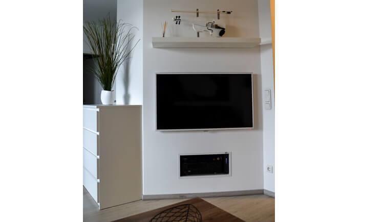 Fernseher im Wohnzimmer (© Appartement Sammer)
