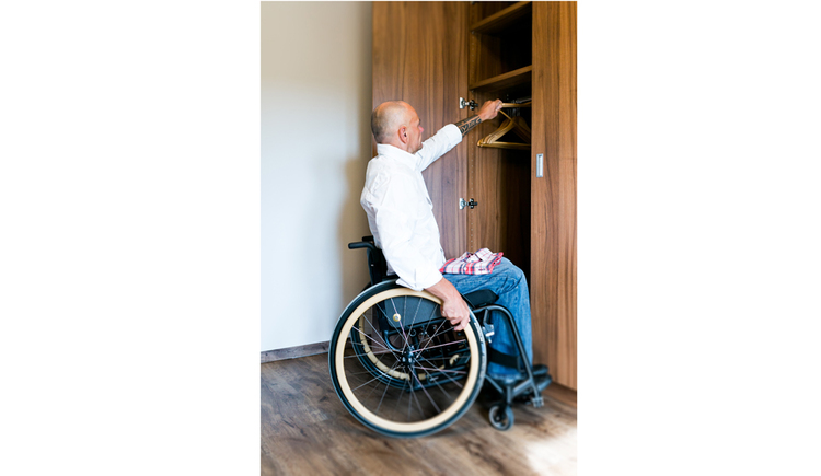 Person in a wheelchair, wardrobe