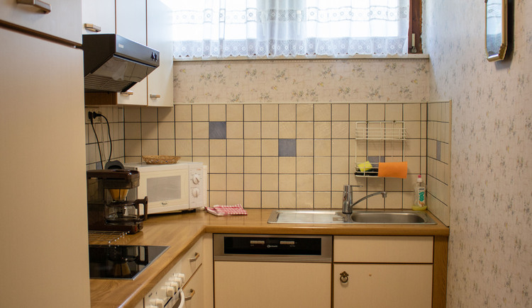 Kleine Küche in der Ferienwohnung Gamsfeld. (© Laserer)