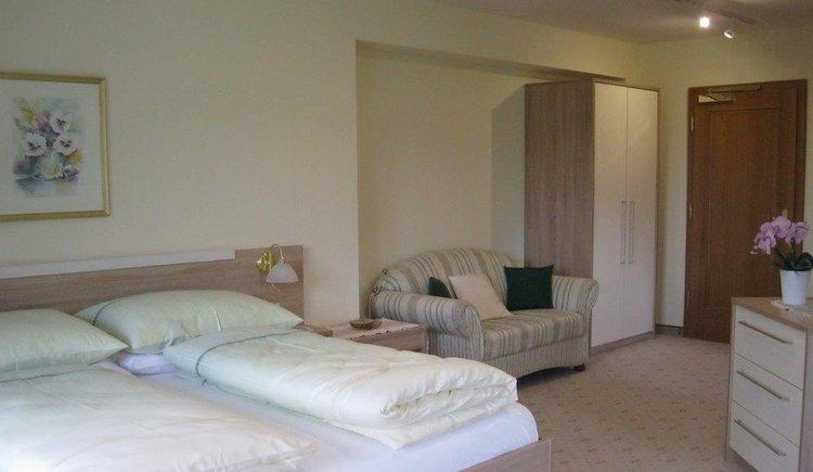 Zimmer 14 Doppelbett Pension Schlömmer