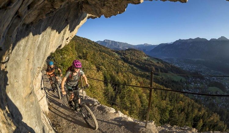 Die Ewige Wand mit der spektakulären Aussicht auf Bad Goisern darf auf der E-Bike Tour nicht fehlen. (© WOM Medien GmbH Andreas Meyer)