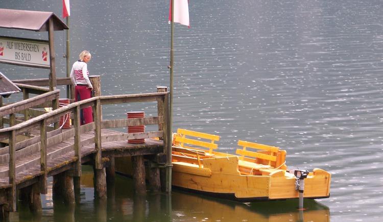 Plätte liegt am Salinenhafen am Steeg. (© Johann Immervoll)