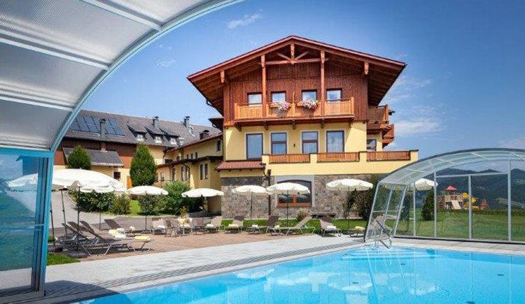 Blick-vom-Pool-auf-Haus. (© Johann Stabauer)