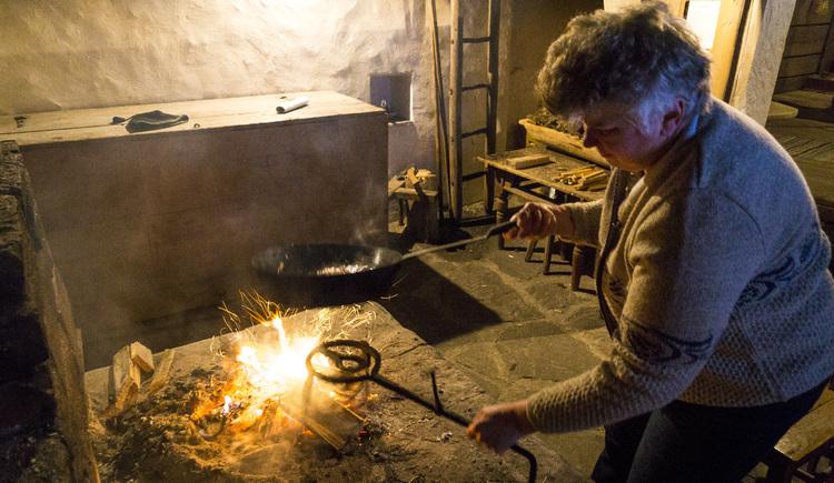 Der der Rauchkuchl werden Spezialitäten wie z.B Pofesen hergestellt. (© Alexander Kijak)
