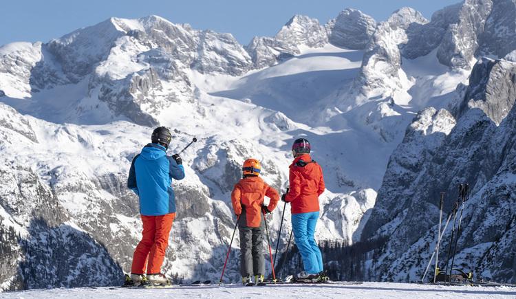 Wo sonst erhält man so einen Ausblick beim Skifahren? Panoramablick auf den König Dachstein. (© RudiKainPhotografie)