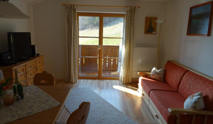 Fewo Seefeld Wohnzimmer mit Balkon