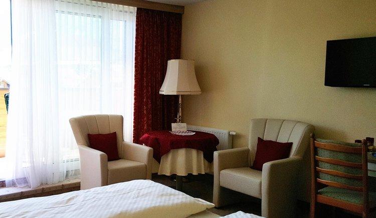 Zimmer 25 Sitzecke Pension Schlömmer