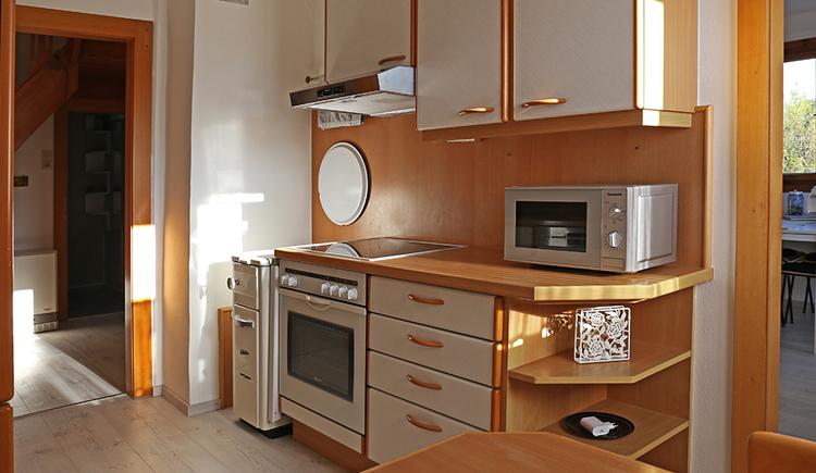 Blick in die Küche, Herd, Mikrowelle