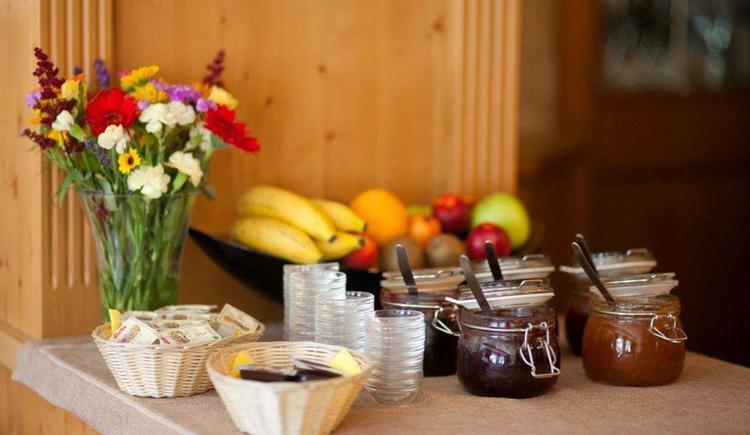 Marmeladen beim Frühstück