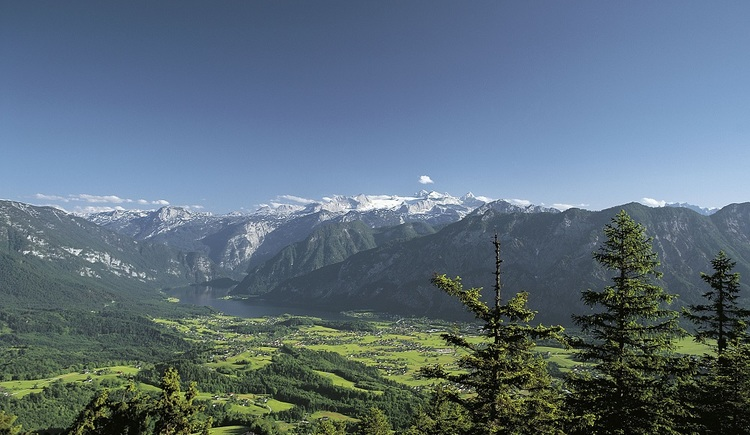 The Goiserer Valley is surrounded by mountain massifs, and known for its traditions and customs.