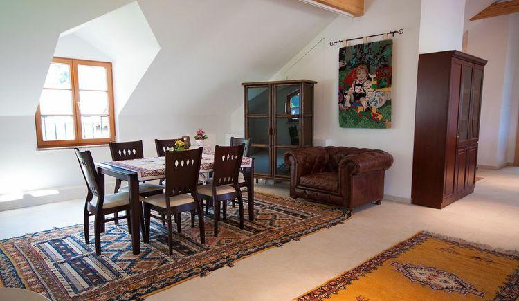 Essbereich für sechs Personen. (© Haus Bellevue)