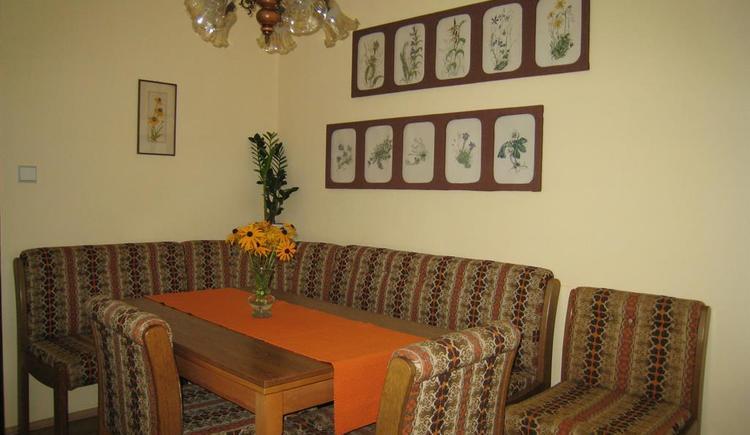 Essecke im Wohnzimmer (© Plasser)