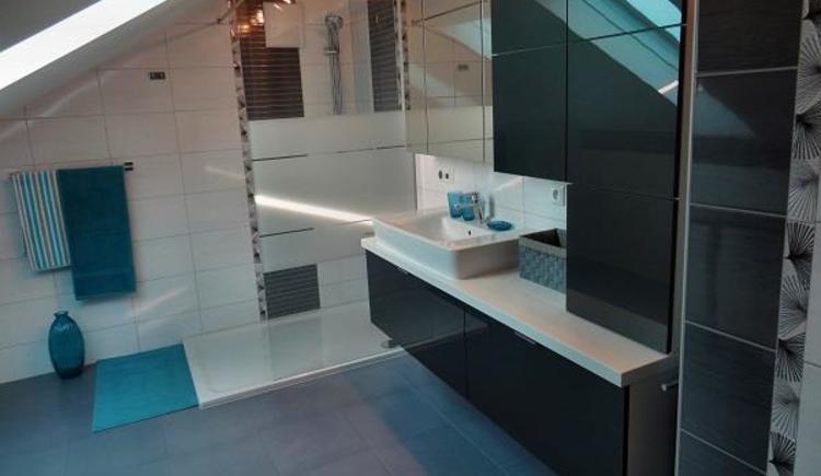 Fewo: BAD mit Dusche u. WC (15m²) - 1.Stock (© Schweitzer Ingeburg)