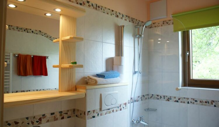 Bathroom Eiche (Oak). (© seekda)