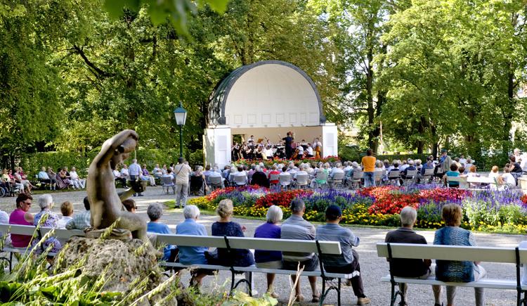 Kurkonzert des Bad Haller Kurorchesters im Pavillon vom Kurpark. (© TVB Bad Hall-Kremsmünster_Weissenbrunner)