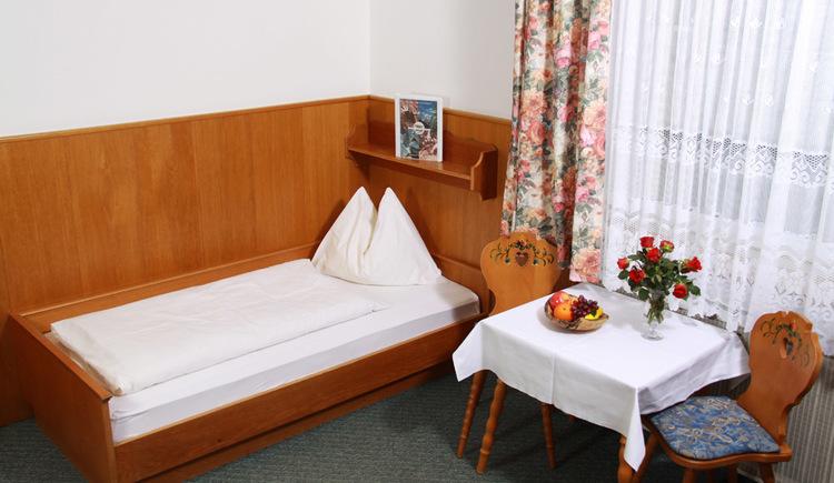 Gemütliche, traditionelles Zimmer im Hotel Gasthof Gosauschmied. (© Hotel Gasthof Gosauschmied)