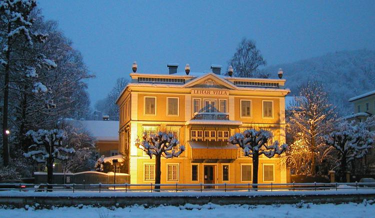 Außenansicht im Winter. (© Tourismusverband Bad Ischl)