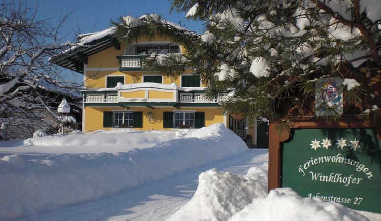Hausfoto im Schnee. (© Fam. Winklhofer)