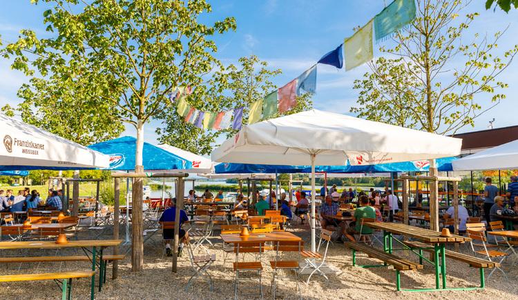 unser Gastgarten am Donaudamm in Au an der Donau, mit herrlichem Blick auf die Donau