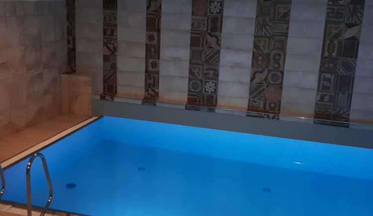 Hallen Bad  Becken