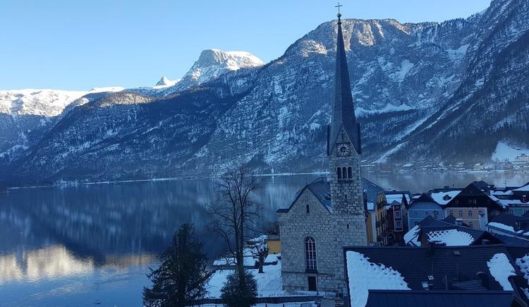 Der Blick auf die Evangelische Christuskirche in Hallstatt.