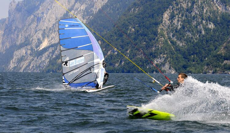 Surfen am Traunsee (© TVB Traunsee-Almtal)