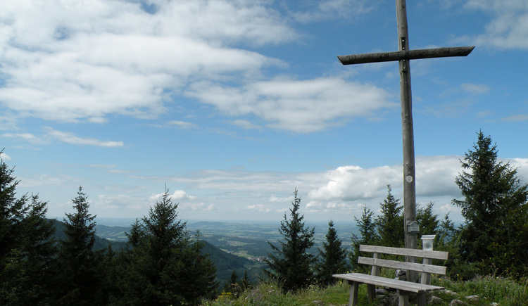 Cross on the summit of the Faistenauer Filbling (© Tourismusverband Faistenau)