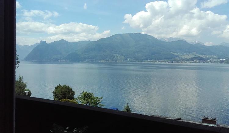 Ausblick vom Balkon nach Traunkirchen (© hr)