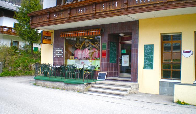 Der Eingang der Bäckerei Maislinger mit der einer gemütlichen Terrasse. (© Maislinger)