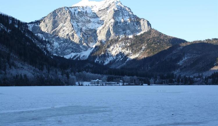 zugefrorener Vorderer Langbathsee (© Tourismusbüro Ebensee)