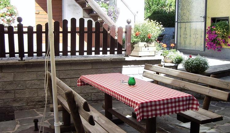 Gemütlicher Innenhof (© Landgasthof Pernsteiner | Privat)