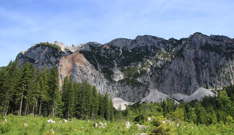 Während der Plassenrunde hat man einen atemberaubenden Blick auf die umliegende Bergwelt.