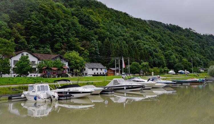 Eigener Sportboothafen. (© Luger)